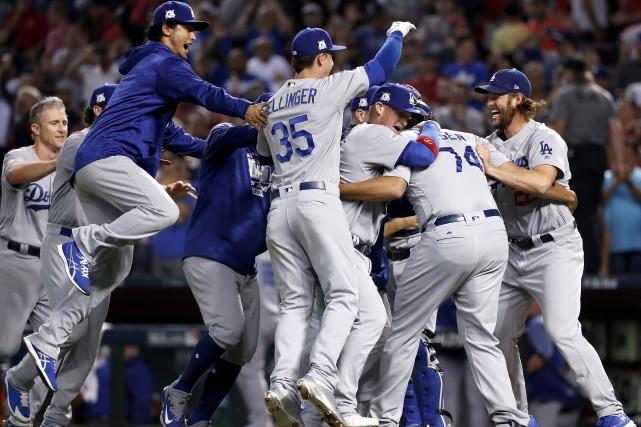 Les joueurs des Dodgers célèbrent leur victoire.... (Photo Rick Scuteri, Associated Press)