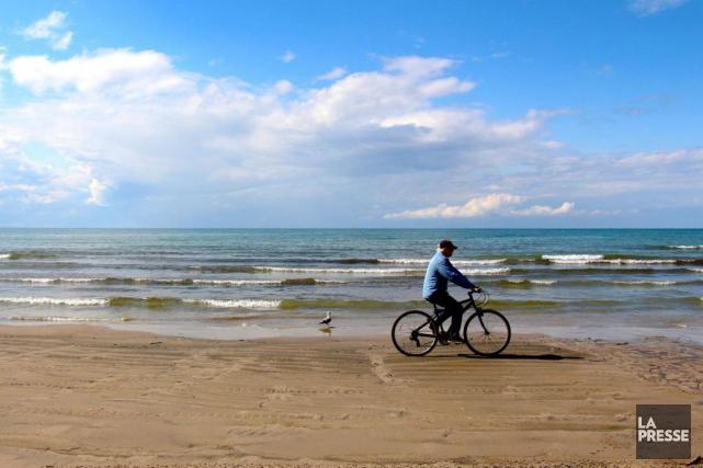 Bondée, l'été, la plage de Wasaga se vide... (Photo Violaine Ballivy, La Presse)