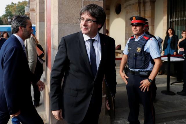 Le président séparatiste catalan Carles Puigdemont arrive au... (PHOTO REUTERS)