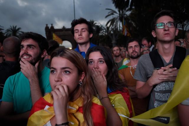 Des milliers de Barcelonais ont suivi le discours... (PHOTO AFP)