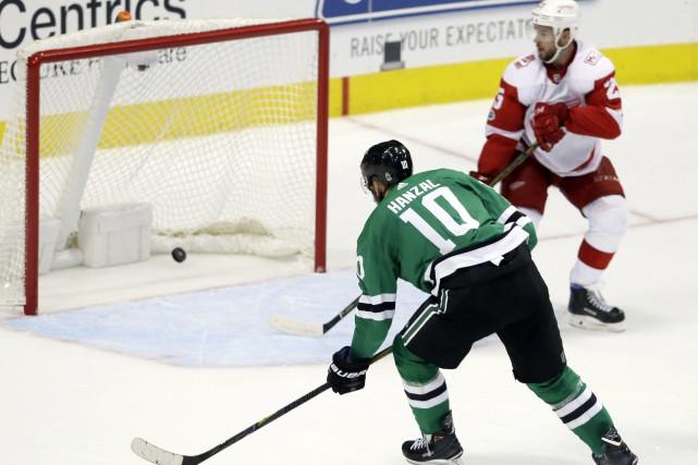 John Klingberg et Mattias Janmark ont tous deux amassé un but et une mention... (PHOTO AP)