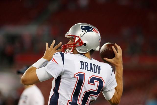Le quart-arrière des Patriots Tom Brady veut rassurer les partisans de la... (PHOTO AFP)