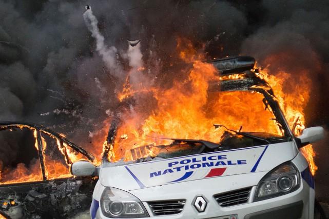 Une «véritable scène de guérilla urbaine» a été... (ARCHIVES AFP)