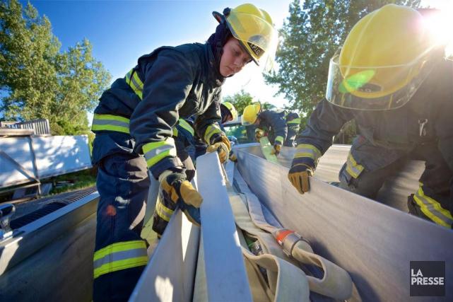À l'heure actuelle, le Service de sécurité incendie... (PHOTO ANDRÉ PICHETTE, ARCHIVES LA PRESSE)