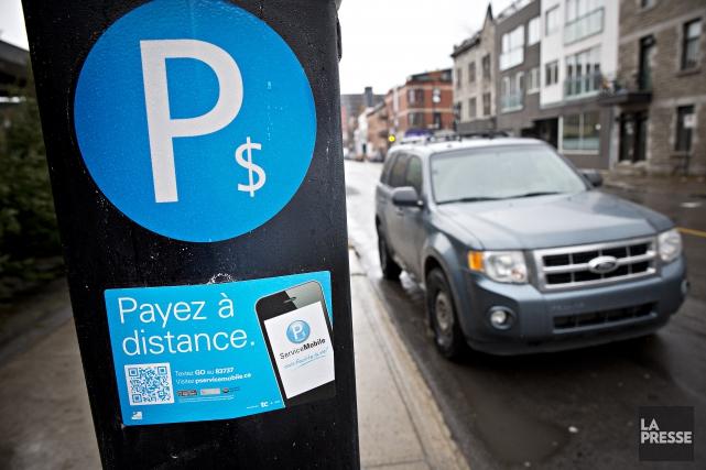 Les agents de stationnement montréalais ont complètement cessé de distribuer... (Photo Patrick Sanfaçon, archives La Presse)