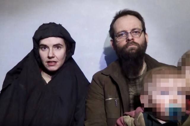 Joshua Boyle, son épouse américaine Caitlan Coleman et... (PHOTO ARCHIVES REUTERS)