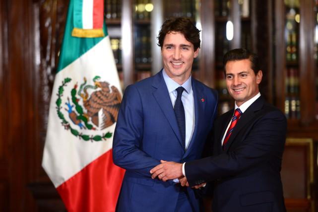 Le premier ministre Justin Trudeau et son homologue... (PHOTO Sean Kilpatrick, LA PRESSE CANADIENNE)