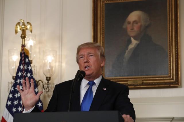 Le président américain Donald Trump remet en cause... (photo Kevin Lamarque, REUTERS)