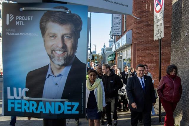 Le maire sortant avait convoqué la presse devant... (PHOTO IVANOH DEMERS, LA PRESS)