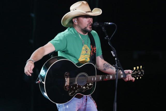 Il était sur scène à Las Vegas lorsque les rafales de balles ont fauché des... (PHOTO AP)