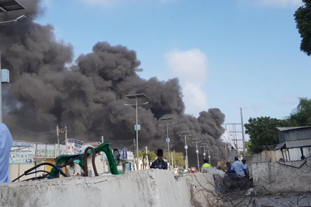L'explosion, visible à des kilomètres à la ronde,... (Photo tirée de Twitter)