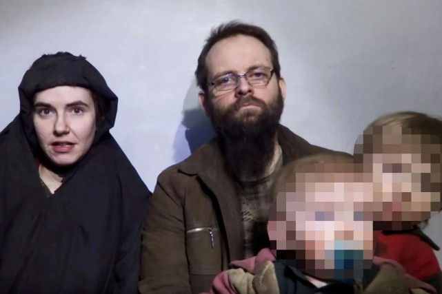 Caitlan Coleman (à gauche), son mari Joshua Boyle et... (Photo archives, REUTERS)