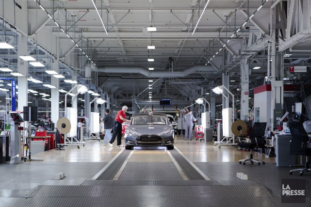 L'usine Tesla à Fremont, en Californie, à quelques... (PHOTO NINON PEDNAULT, archives LA PRESSE)