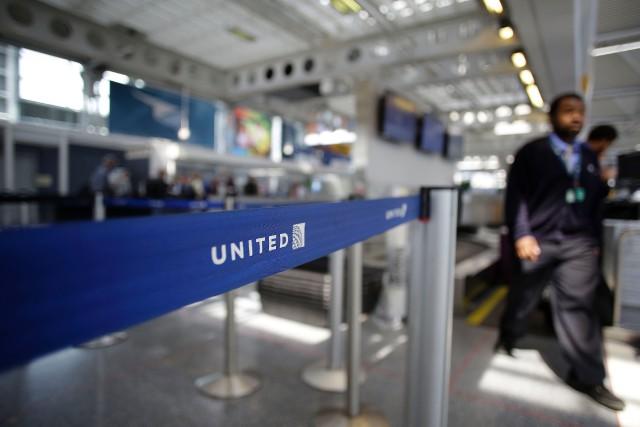 United Airlines avait annoncé une série de mesures... (ARCHIVES AFP)