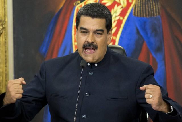 Le président Nicolas Maduro a prié le gouvernement... (PHOTO Ariana Cubillos, AP)