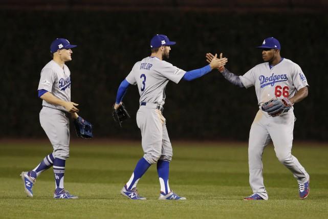 Enrique Hernandez (à gauche), Chris Taylor (3) et... (Photo Jim Young, USA Today Sports)