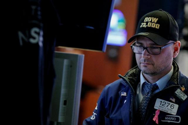 «Les résultats d'entreprises et les données économiques font... (REUTERS)