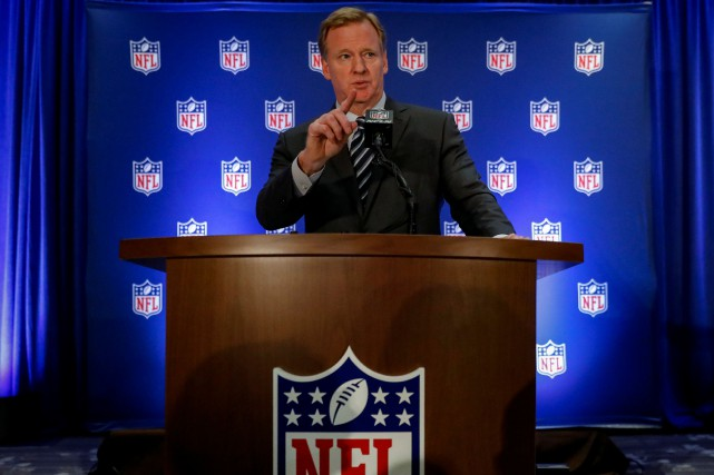 Le commissaire de la NFL Roger Goodell a... (PHOTO REUTERS)
