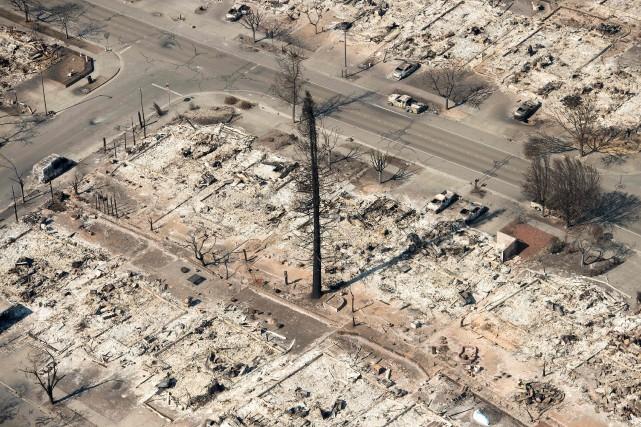 Près de 7000 bâtiments ont été rasés par... (PHOTO JOSH EDELSON, ARCHIVES AFP)