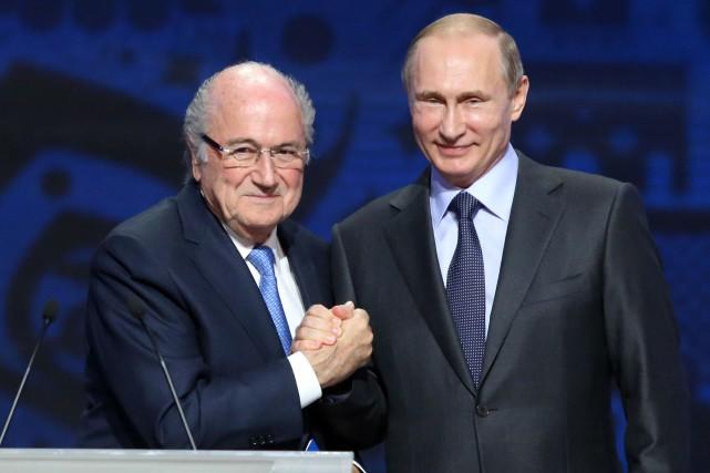 Sepp Blatter et Vladimir Poutine... (Photo Kirill Kudryavtsev, AFP)