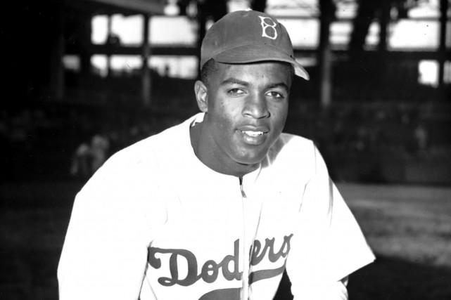 Jackie Robinsonavec les Dodgers de Brooklyn en 1947.... (Photo John Rooney, archives AP)