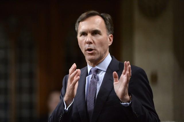 Le ministre des Finances Bill Morneaucontinue de soutenir... (Photo Adrian Wyld, La Presse canadienne)