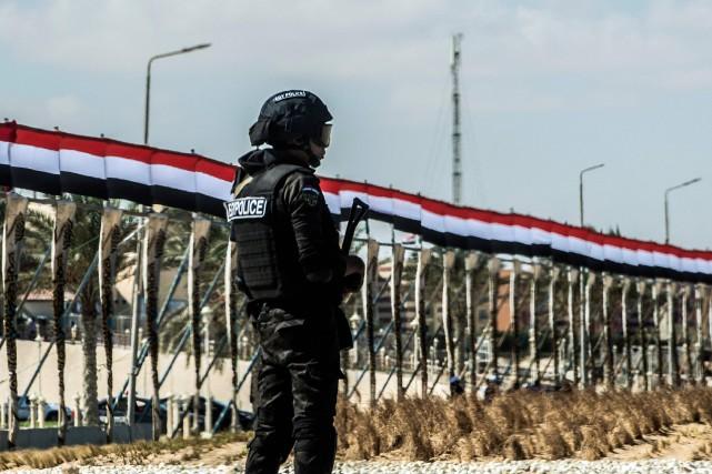 Au moins 16 policiers ont été tués vendredi... (AFP)