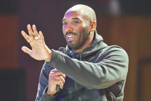 Kobe Bryant était de passage à Paris dans... (Photo Michel Euler, AP)