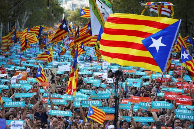 Les Catalans sont descendus dans les rues de... (photo Ivan Alvarado, REUTERS)