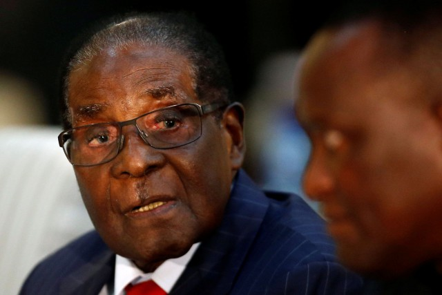 Le président de Zimbabwe Robert Mugabe... (PHOTO Siphiwe Sibeko, ARCHIVES REUTERS)