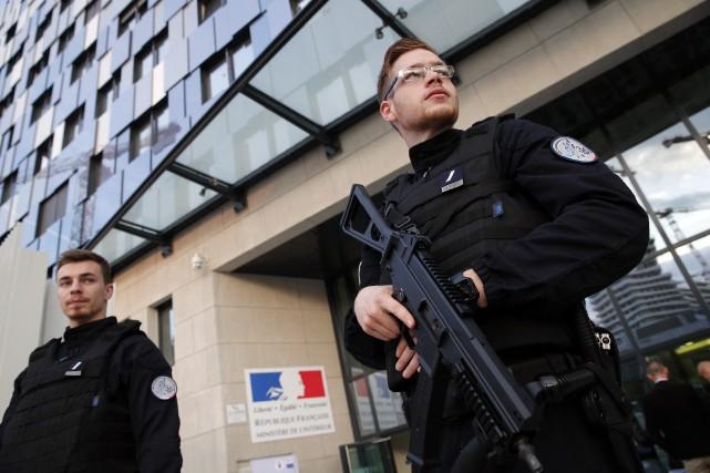 «L'organisation prévoyait des achats d'armes et d'effectuer des... (PHOTO ARCHIVES AP)