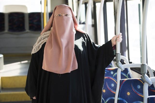 La Québécoise Warda Naili, convertie à l'islam, a... (PHOTO PC)