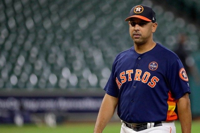 La nomination d'Alex Cora, instructeur-adjoint avec les Astros... (PHOTO DAVID J. PHILLIP, ASSOCIATED PRESS)