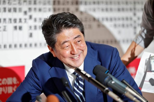ShinzoAbe avait décidé le mois dernier de déclencher... (PHOTO REUTERS)