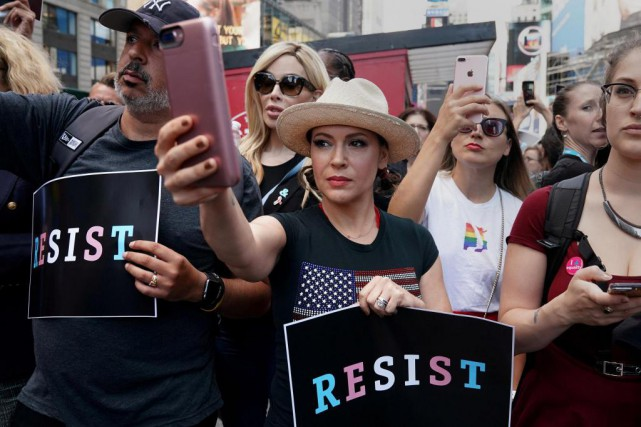 Alyssa Milano a lancé le mot-clic #MeToo dans... (Photo Carlo Allegri, archives Reuters)