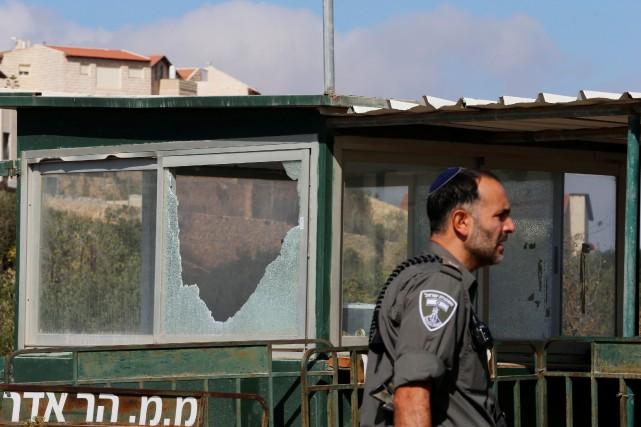 Cinquante-et-un Palestiniens ont été arrêtés pour «troubles et... (Photo Ammar Awad, REUTERS)