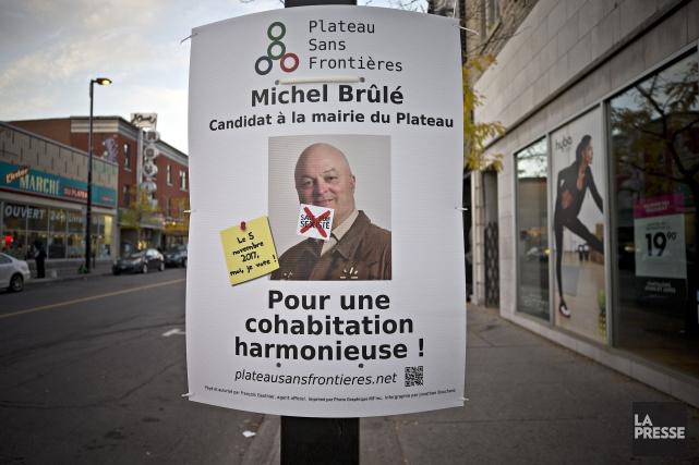 Une affiche électorale de Michel Brûlé.... (PHOTO PATRICK SANFAÇON, ARCHIVES LA PRESSE)