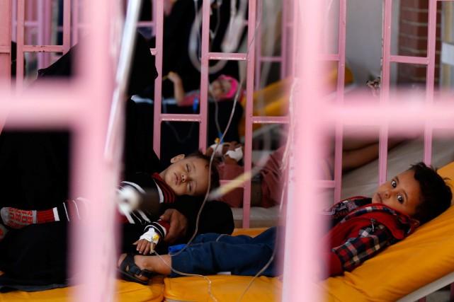 Dans un centre médical de Sana, une femme... (Photo Khaled Abdullah, REUTERS)