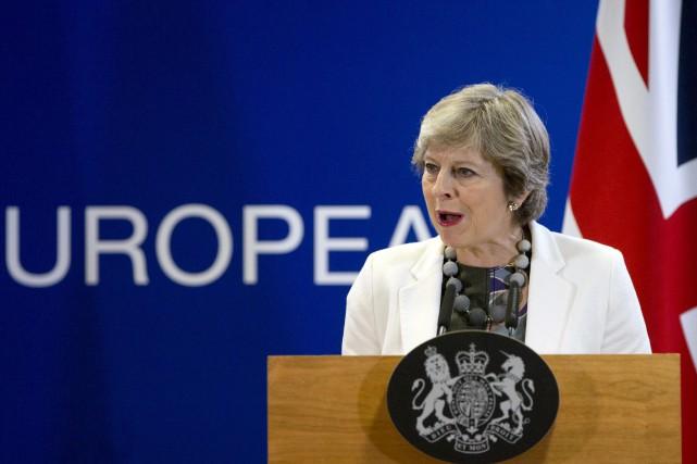 La première minsitre britannique Theresa May a proposé... (Photo Virginia Mayo, AP)