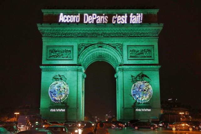 À Paris fin 2015, la communauté internationale s'était... (ARCHIVES AFP)