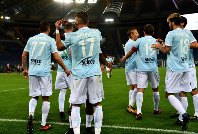 Les joueurs de la Lazio célèbrent un but... (PHOTO AFP)