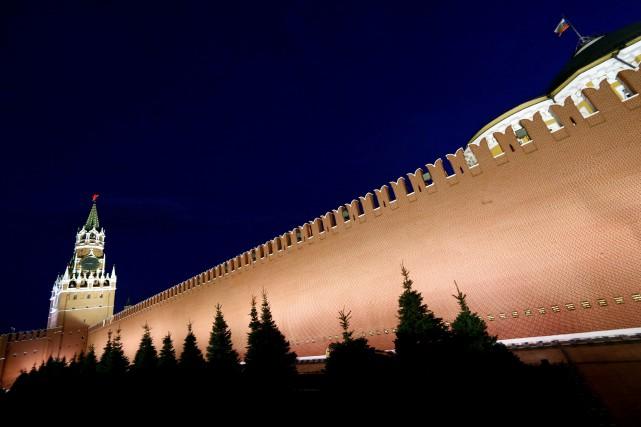 Une partie de la muraille du Kremlin, sur... (ARCHIVES REUTERS)