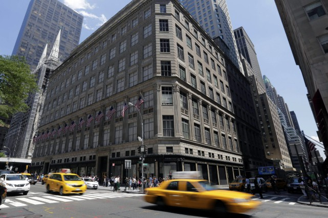 L'édifice Lord & Taylor Fifth Avenue à New... (AP)
