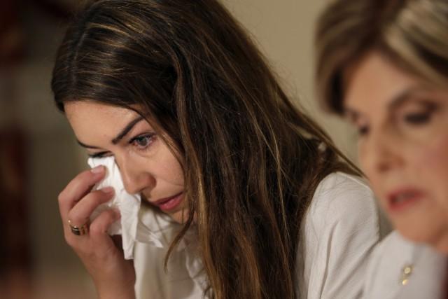 Mimi Haleyi essuie ses larmes lors d'une conférence... (PHOTO AP)