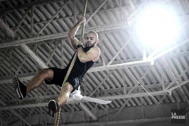 L'entraînement de type «ninja warrior», inspiré d'une populaire... (Photo Bernard Brault, La Presse)
