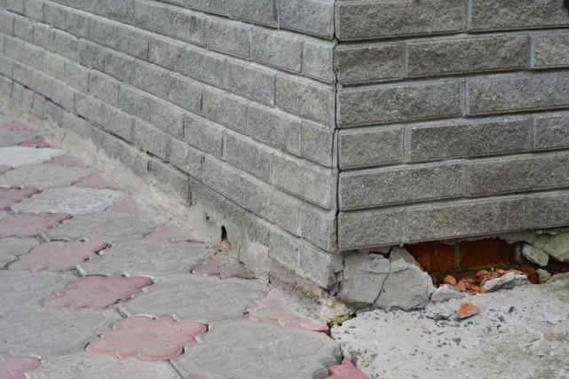 Des briques endommagées ou une fondation fissurée doivent... (Photo Thinkstock)