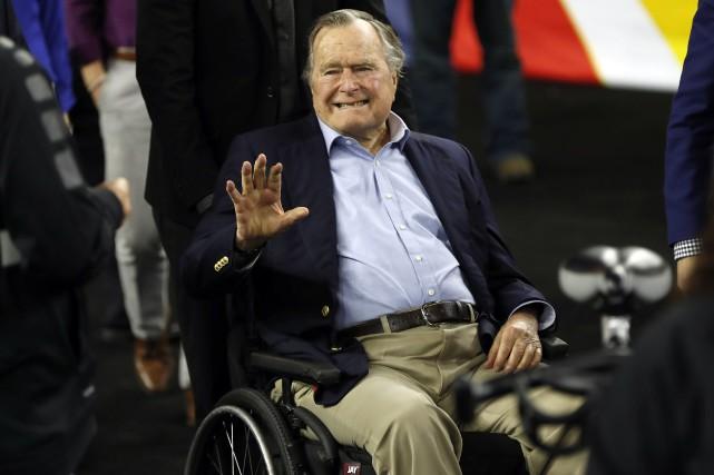 L'ex-président George H. W. Bush... (PHOTO ARCHIVES AP)