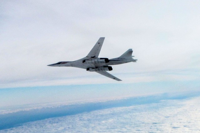 Un bombardier stratégique russe Tu-160... (PHOTO D'ARCHIVES, MINISTÈRE DE LA DÉFENSE BRITANNIQUE)