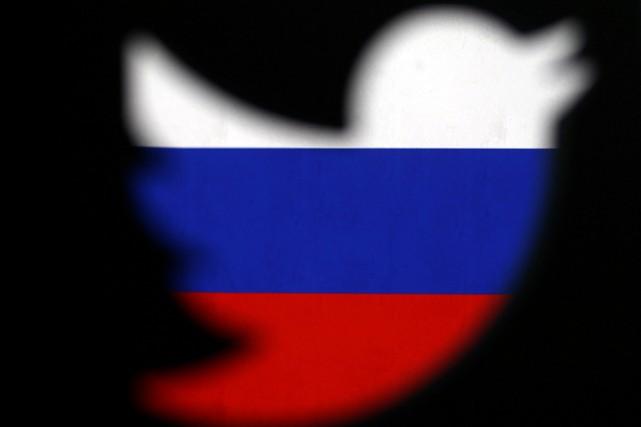 Le réseau social Twitter a annoncé jeudi interdire... (LLUSTRATION DADO RUVIC, REUTERS)