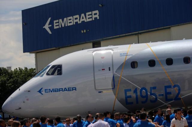 Embraer, troisième fabricant d'avions derrière l'Américain Boeing et... (Photo Roosevelt Cassio, REUTERS)